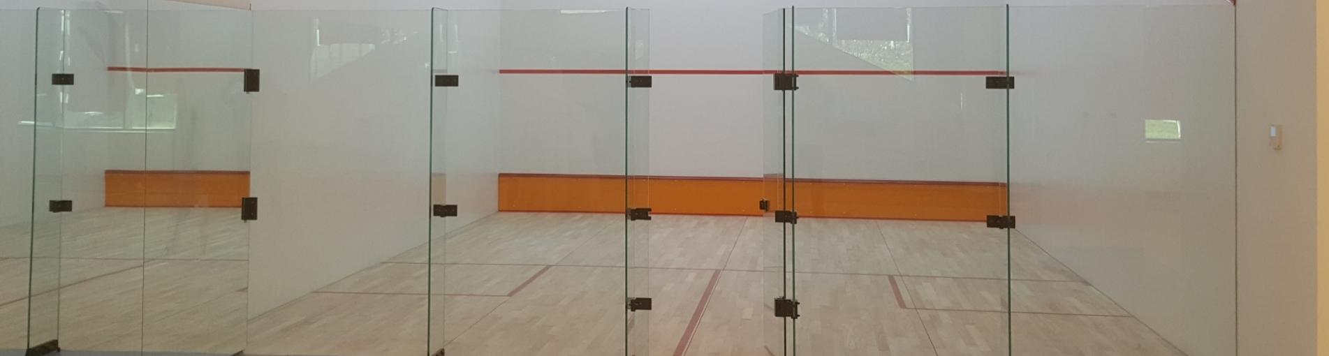 Pour le coût de construction de la salle de squash